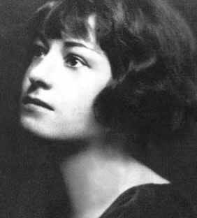 Dorothy Parker as a young writer in 1920