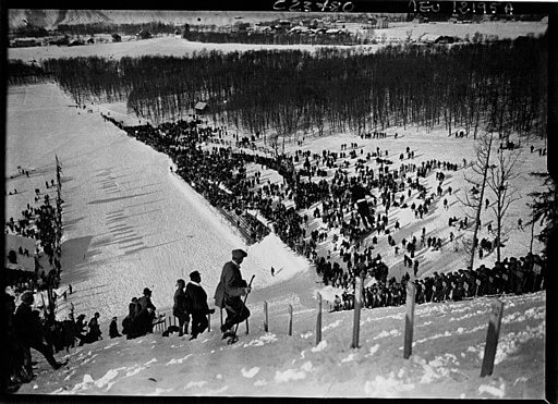Winter Sport, Downhill ski spectators, 1924